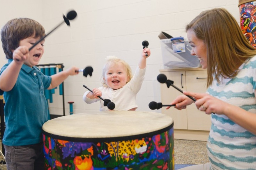How Early Childhood Music Classes Help Parents Connect with their Child